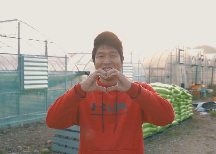 植村 悟司さん いちご農園SmileSanta代表